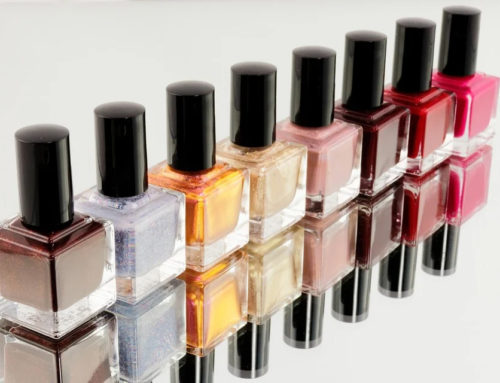 Colle pour faux ongles : attention danger !